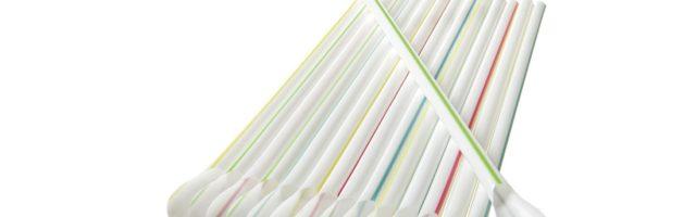 Plastikhalme und Papierhalme